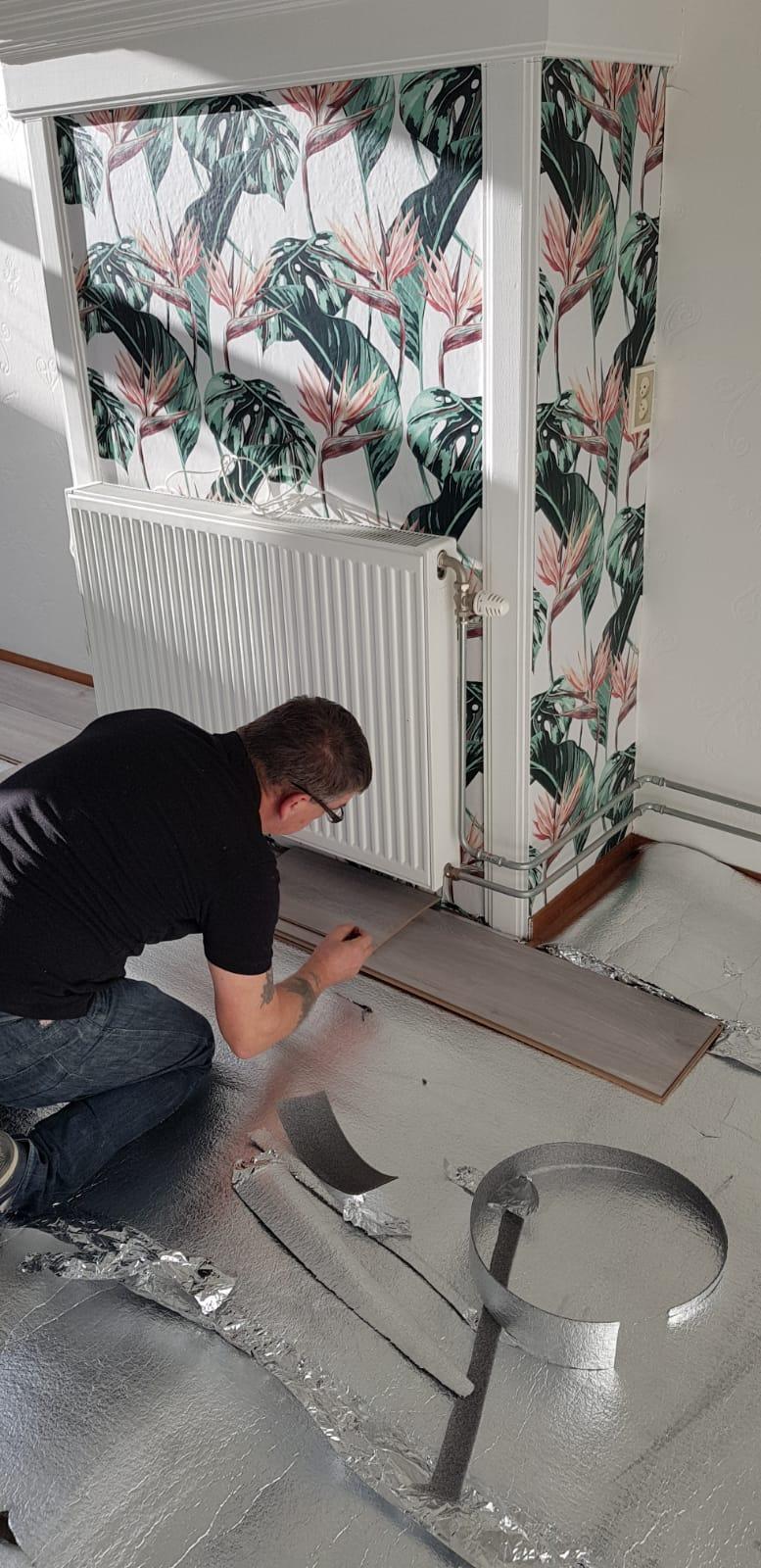 Vloer leggen, vloer montage, laminaat leggen en legservice. Alles in eigen huis. Eigen monteur.